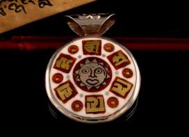 PD25 Pendentif Mantra Noeud Sans Fin Dorje Vajra