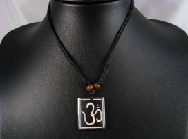 CD38 Collier Tibétain Om