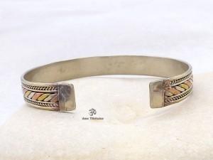 BRD197 Bracelet Tibétain Métal Argenté Cuivre Laiton
