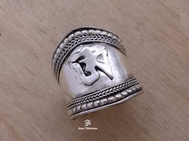 BD145 Bague Tibétaine Om